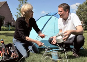 Zomers genieten als alle spullen in de tuin, op de camping en op vakantie in goede staat zijn. Repair Café Oegstgeest helpt graag met repareren. fotocredit: Foto PR/RCO