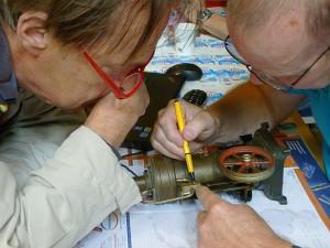 Oog voor detail in het Repair Café. Foto : Hanneke Heshusius